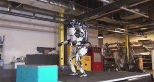 Robot bailando